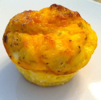 simply delicious Turkey Bacon and Egg Muffins momsweeklyrecipe.com